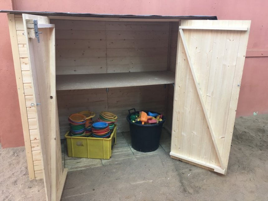 Nova caseta de material al pati!