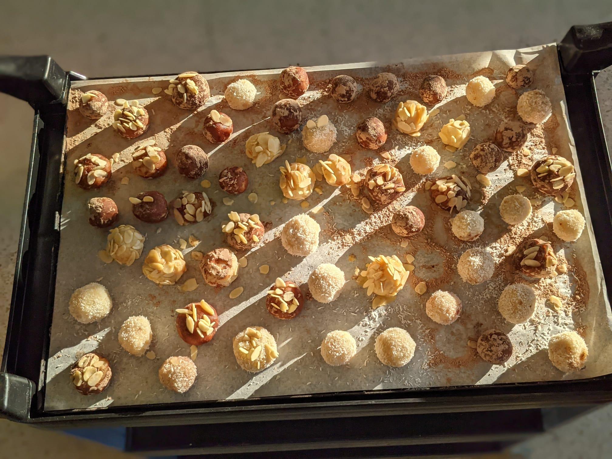 Els preparatius de la castanyada: fem panellets i observem una carabassa